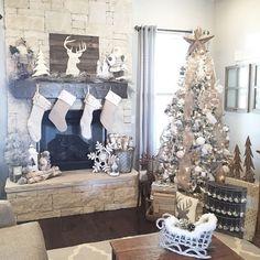 Farmhouse Christmas Decor Ideas for your home this Holiday season. Love these DIY farmhouse Christmas decorating ideas!