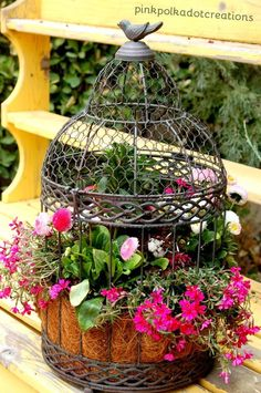 How to Plant a Bird Cage: Detailed tutorial on creating this fun piece for your garden or yard! Container Plants, Container Gardening, Lawn And Garden, Garden Pots, Garden Mesh, Balcony Garden, Birdcage Planter, Birdcage Decor, Pot Jardin