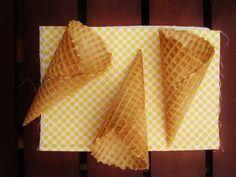 Pâte pour cornets à glace avec thermomix. Voici une recette de pâte pour cornets à glace, simple à réaliser chez vous à l'aide de votre thermomix.