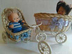 Sillita, carricoche, bici cochecito mimbre para muñecas tamaño barriguitas o similar