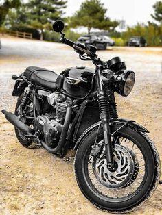 Retro Motorcycle, Bobber Motorcycle, Moto Bike, Triumph Cafe Racer, Honda Motorcycles, Triumph Motorcycles, British Motorcycles, Vintage Motorcycles, Motorbike Accessories