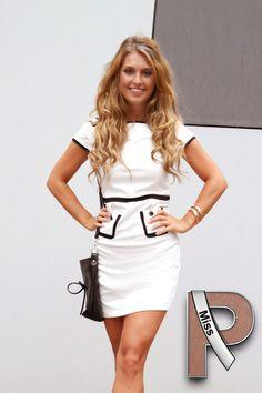 Wit jurkje met zwarte afwerkingen van www.Miss-P.nl