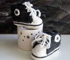 """Chausson basket type """"converse"""" au crochet : Mode Bébé par magalie-tissot-creations"""