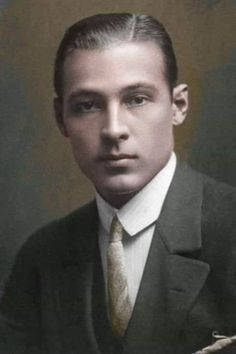 My favorite picture of Rudolph Valentino Hollywood Men, Hollywood Icons, Golden Age Of Hollywood, Vintage Hollywood, Classic Hollywood, Silent Film Stars, Movie Stars, 1920s Photos, Rudolph Valentino