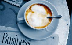 Jornal com uma xícara de café Papéis de Parede - 2560x1600