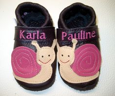 Fuxis Krabbelschuhe ,Lederpuschen, Krabbelschuhe, Babyschuhe, Lauflernschuhe  Liebevoll handgearbeitete  Krabbelschuhe Modell: Schnecke mit Namen    .