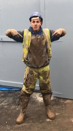 Don't waste your load - donate. Feel free to submit your pics of tradies. Hi Vis Workwear, Mens Leather Pants, Scruffy Men, Farm Boys, Hard Hats, Bear Men, Attractive Men, Jeans And Boots, Hot Guys
