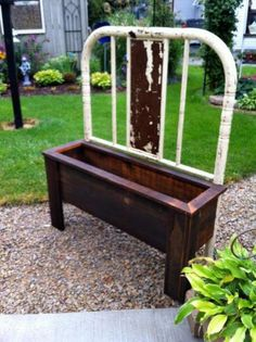 How to make a bench and planter from old bed frames Flea Market Gardening Garden Crafts, Garden Projects, Old Bed Frames, Old Headboard, Fabric Headboards, Upholstered Headboards, Headboard Ideas, Making A Bench, Outdoor Projects