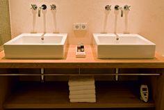 Badezimmer Suiten Hotel Kitzhof Mountain Designs, Double Vanity, Sink, Bathroom, Home Decor, Full Bath, Bathing, Sink Tops, Washroom