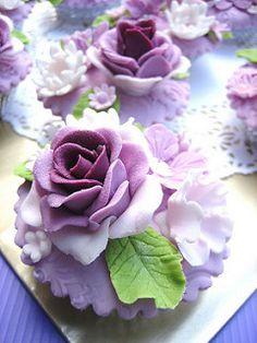 {Gorgeous Purple rose cupcakes by Anita} Flowers Cupcakes, Cupcakes Cool, Cupcakes Design, Beautiful Cupcakes, Wedding Cupcakes, Lavender Cupcakes, Purple Cupcakes, Valentine Cupcakes, Easter Cupcakes