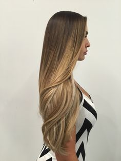 Super Ideas For Hair Trends Blonde Balayage Ombre Curly Hair, Brown Ombre Hair, Brown Blonde Hair, Ombre Hair Color, Wavy Hair, Curly Hair Styles, Ombré Hair, Balayage Ombré, Balayage Highlights