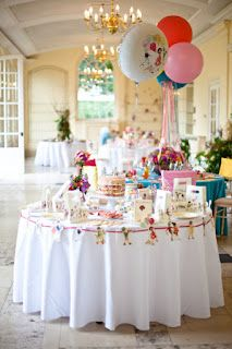 belle and boo, What a lovely looking party. Had not thought of using this bunting around the edge of  a table.