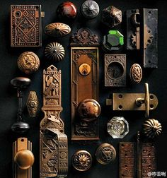 Vintage Vignettes - The Cottage Market - vintage knobs and hinges as art. could you imagine necklaces hanging off here? Antique Door Hardware, Vintage Door Knobs, Door Knobs And Knockers, Antique Door Knobs, Knobs And Handles, Vintage Doors, Vintage Keys, Drawer Handles, Drawer Pulls