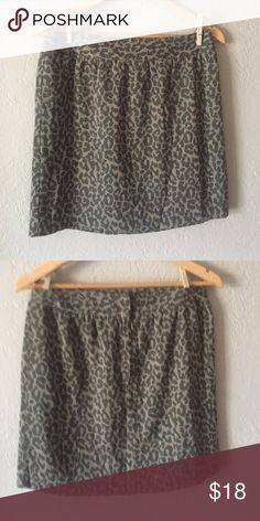 Banana Republic skirt Taupe and black muted leopard print lined soft jacquard skirt. Waist is 15 inches, length 17 inches. Good condition Banana Republic Skirts Mini