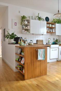 """Unsere Küche war heute Morgen (ausnahmsweise) in einem tadellos aufgeräumten Zustand, also flugs eine """"Momentaufnahme"""" gemacht, die ich euch nun zum Tee serviere :wink: Eine schöne Woche euch allen!"""