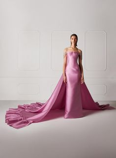 striking pink off shoulder evening gown by Hamda Al Fahim hochzeitsgast flieder Hamda Al Fahim's New Line of Vibrant Colorful Evening Gowns - Perfete Evening Dresses, Prom Dresses, Formal Dresses, Afternoon Dresses, Flapper Dresses, Off Shoulder Evening Gown, Belle Silhouette, Different Dresses, Couture Fashion