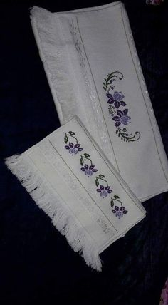 Towel with Cross-Stitch Cross Stitch Borders, Cross Stitch Patterns, Free To Use Images, Bound Book, Bargello, Hand Embroidery, Diy And Crafts, Floral, Creative