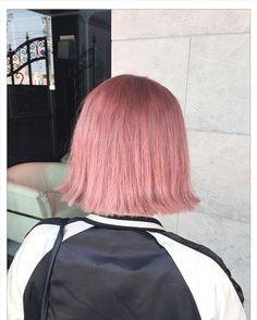 WEBSTA @ mzw.ken - やわらかいベビーピンクブリーチだけど痛めすぎないように#ショートヘア#hair#ヘアセット#巻き髪#グラデーションカラー#ヘアカタログ#fashion#おしゃれ#ピンクベージュ#pink#ファッション#ヘアカラー#ブリーチ#インナーカラー#マニックパニック#ヘアアレンジ#ボブ#撮影#デニム#レザー#アンティーク#レトロ#ナチュラル#野々市#金沢#follow4follow #followme #like4like