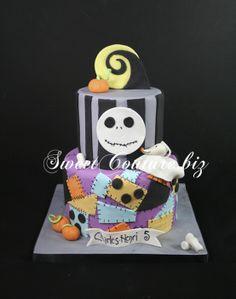 Gâteau Nightmare before Christmas Cake Christmas Birthday Party, Halloween Birthday, 20th Birthday, Birthday Cake, Halloween Cakes, Halloween Stuff, Nightmare Before Christmas Cake, Poinsettia, Cupcakes