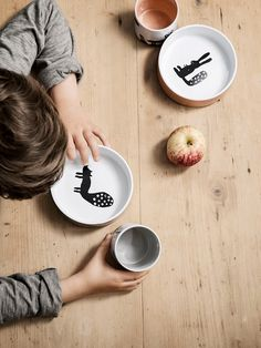 This stylish yet playful kids design will please the eye of both children and their parents. The practical and decorative bowl is made of 100% porcelain and is of course dishwasher safe. ➤ Discover the season's newest designs and inspirations for your kids. Visit us at www.circu.net/blog/ #KidsBedroomIdeas #CircuBlog #MagicalFurniture @circu_magical_furniture