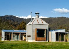 An historic contemporary retreat in the mountains. The kilns - converted Tabaco drying shacks. Bergen, Interiors Magazine, Modern Loft, Good House, Steel Buildings, Built Environment, Homesteading, Farmhouse Style, House Design