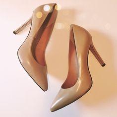 Pour la Victoire tan stilettos Excellent condition. Worn once.  Tan leather.   No trades. Reasonable offers welcome Note: 20% off bundles of 2+ items in my closet! Pour la Victoire Shoes Heels