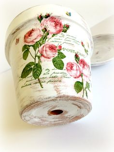 Crafts To Sell, Diy And Crafts, Arts And Crafts, Vintage Rosen, Mod Podge Crafts, Painted Plant Pots, Decoupage Art, Decoupage Ideas, Clay Pot Crafts