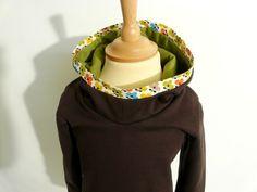 *Hübscher Kids-Kapuzenpullover in frühlingshaftem Grün & Braun.    Der Hoody wurde aus dunkelbraunem Sweatshirtstoff gefertigt.    Kuschelig und ideal