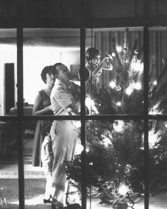 18 Vintage Christmas Photos from the 1940s and 1950s That Will Make You Feel Warm and Nostalgic