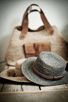 straw hat and bag Look Boho, Soft Autumn, Love Hat, Summer Hats, Mode Style, Look Fashion, Hats For Women, Baby Girls, Brown And Grey