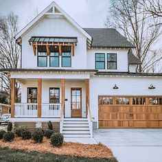 Stunning White Farmhouse Exterior Design Ideas – Best Home Decorating Ideas Future House, Design Exterior, Exterior Siding, Exterior Windows, Exterior Remodel, Modern Farmhouse Exterior, Farmhouse Decor, Farmhouse Style, Modern Porch