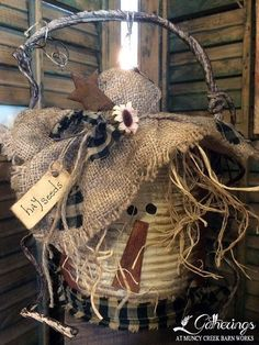 Arts And Crafts Ideas For Adults Code: 9766577437 Fall Wood Crafts, Halloween Wood Crafts, Scarecrow Crafts, Fall Scarecrows, Autumn Crafts, Fall Halloween, Holiday Crafts, Rustic Halloween, Rustic Crafts