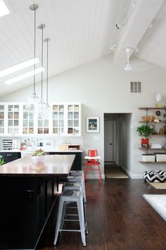 Love the high pitch ceilings & The 16 best Shiplap ceiling images on Pinterest | Shiplap ceiling ...