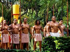 Photo from the King Kamehameha Day Parade (via Leo Kielberg Chekielberg Nieilsen & Maui Tropical Soaps Hawaii Usa, Aloha Hawaii, Beautiful Islands, Beautiful Men, Hawaiian People, Polynesian Men, King Kamehameha, Moving To Hawaii, Waikiki Beach