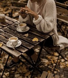 Discovered by Heartss ∞ Soulss. Find images and videos about coffee, autumn and fall on We Heart It - the app to get lost in what you love. Autumn Cozy, Fall Winter, Fall Inspiration, Autumn Aesthetic, Aesthetic Colors, Autumn Photography, Slow Living, Mood, Fall Photos