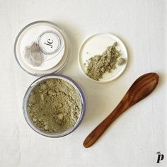 Juicy Chemistry  Tea Tree and Charcoal Face Mask   Color & Consistancy