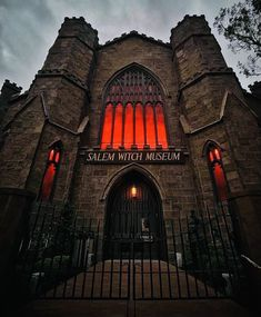 Massachusetts, Salem Witch Museum, This Ole House, Disney World Attractions, Salem Mass, Gothic Culture, Creepy Houses, Church Pictures, Muse Art