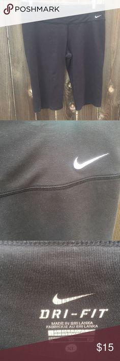 "NIKE BLACK DRI- FIT WORKOUT PANTS SZ XL NIKE BLACK DRI- FIT WORKOUT PANTS SZ XL-WAIST 17"" INSEAM 15"" some light piling Btwn thighs Nike Pants Track Pants & Joggers"