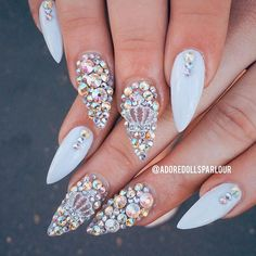 Having short nails is extremely practical. The problem is so many nail art and manicure designs that you'll find online Glam Nails, Dope Nails, Fancy Nails, Bling Nails, Beauty Nails, Fabulous Nails, Gorgeous Nails, Pretty Nails, Bling Bling