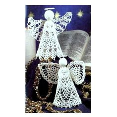 Crochet Praying Angel Ornaments - Free Pattern Go to the free pattern Here Crochet Christmas Decorations, Crochet Ornaments, Crochet Decoration, Christmas Crochet Patterns, Holiday Crochet, Crochet Snowflakes, Angel Ornaments, Crochet Crafts, Crochet Doilies