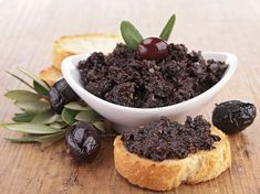 Olive Tapenade Gluten, Dairy and Nightshade free INGREDIENTS: cup pitted black olives cup pitted kalamata olives 2 tablespoons capers, rinsed 2 small garlic cloves, crushed cup packed o… Poor Man's Caviar Recipe, Caviar Recipes, Tzatziki, Black Olive Tapenade Recipe, Cooking Chef, Cooking Recipes, Hummus, A Food, Food And Drink