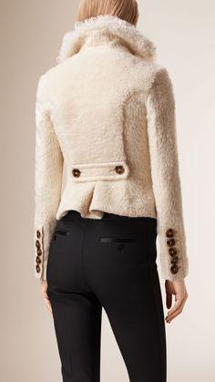 Jaqueta estruturada em lã e alpaca em shearling aparado | Burberry