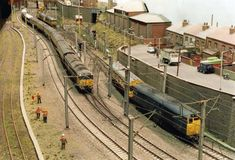 Model Railway Layouts - Saferbrowser Yahoo Image Search Results #modeltrains Train Ho, Train Miniature, Model Training, N Scale Trains, Standard Gauge, Hobby Trains, Model Train Layouts, Model Building, Train Station