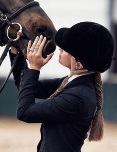 Su amor por los caballos, y la libertad que le ofrece poder cabalgar y estar en el campo, hace que Bárbara olvide su pasado, y el secreto que guarda celosamente. #HonoryTraición