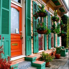 New Orleans French Quarter 2013 Love the colors and architecture New Orleans Homes, New Orleans Louisiana, New Orleans Architecture, Southern Architecture, New Orleans French Quarter, Road Trip Destinations, Holiday Destinations, All Things New, Crescent City
