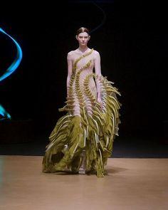 Foto Fashion, 3d Fashion, Weird Fashion, Runway Fashion, High Fashion, Ideias Fashion, Fashion Show, Fashion Dresses, Fashion Design