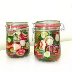 pickles van radijs en komkommer - Naar Eigen Smaak Mason Jar Crafts, Mason Jars, Pickels, Cooking Recipes, Healthy Recipes, Canning Jars, Tapas, Food To Make, Good Food