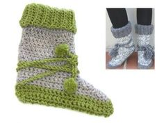 In this DROPS video we show how to crochet the slipper in DROPS Extra These slippers are made in DROPS Eskimo and DROPS Alpaca Bouclé, but in the… Crochet Boots Pattern, Poncho Crochet, Crochet Slipper Boots, Crochet Ripple, Crochet Pillow, Crochet Slippers, Free Crochet, Crochet Patterns, Drops Design