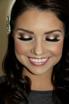 Stunning bridal makeup - love how the light color is only in the center of the eyelid | thebeautyspotqld.com.au