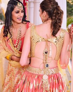 The wedding season is here! Ready to rock the wedding season with the mesmerizing and stylish blouse designs? Not only the bride every girl wants to look at their ethnic best at weddings. Saree Blouse Designs, Blouse Styles, Choli Designs, Simple Outfits, New Outfits, Lehenga Blouse, Lehnga Dress, Gown Dress, Lehenga Choli